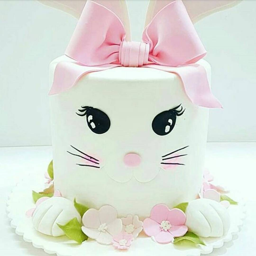Lovely White & Pink New Year Kitty Cake Design