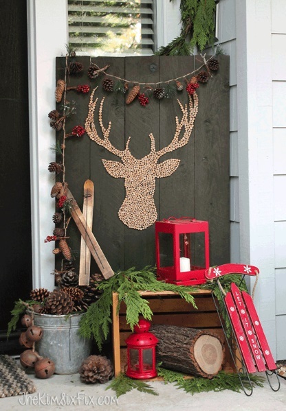 Mind-Blowing Christmas Outdoor Decoration With Pine-Cones, Lantern And Reindeer