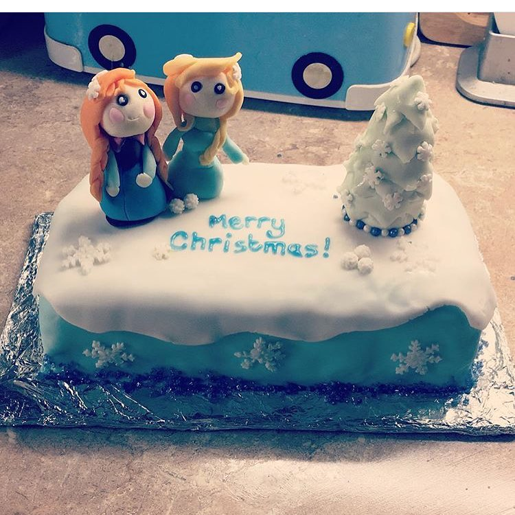Mind-Blowing Frozen Christmas Cake