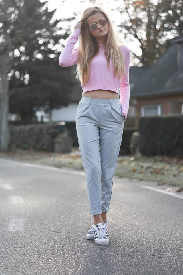 Pink Cropped Sweater Paired With Grey Pant And Sneakers