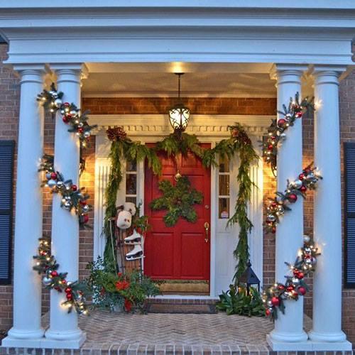 Sassy Outdoor Decor Idea With Ornaments
