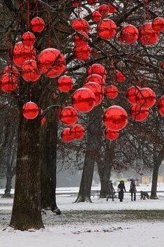 Simple Red Ornaments Decor Idea
