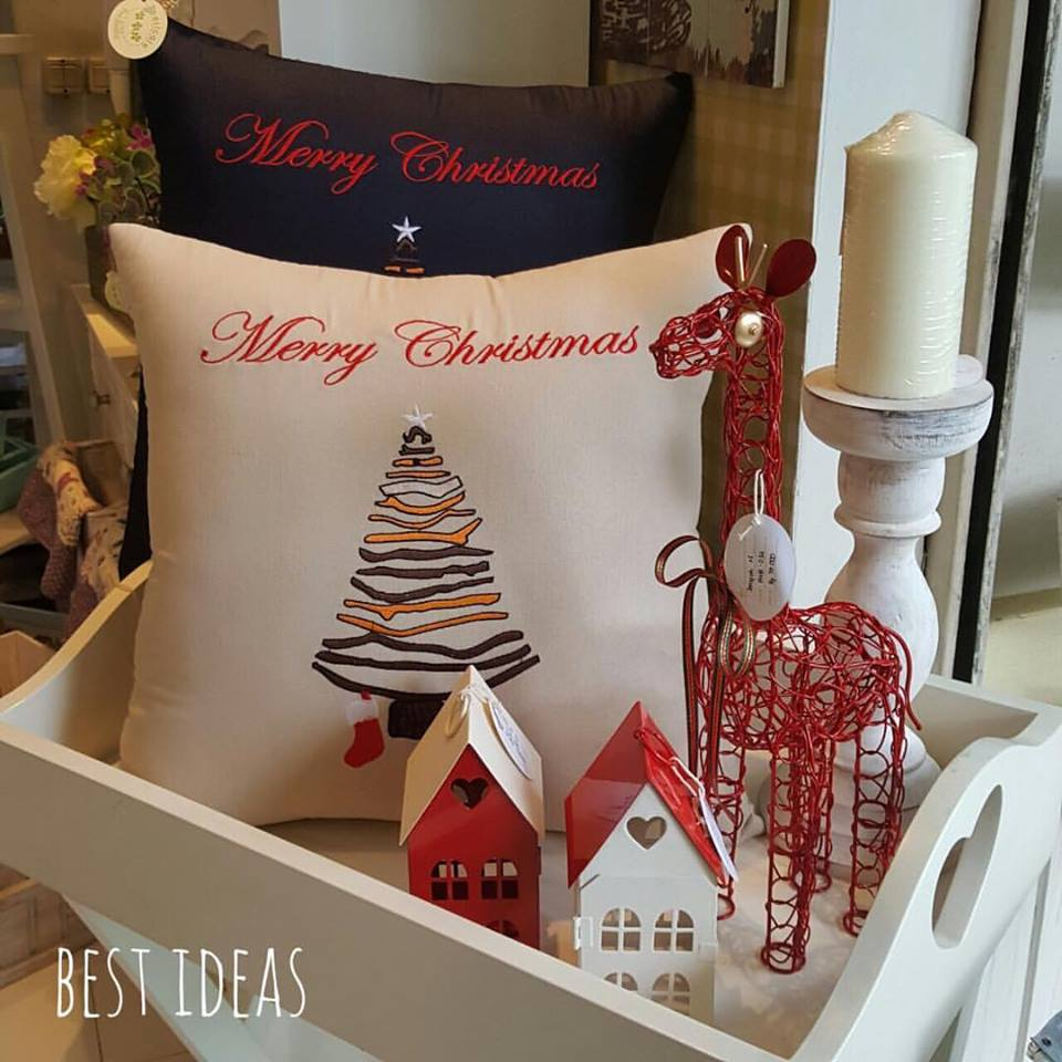 Specular Candle Decor With Merry Christmas Pillow Case And Little Giraffe