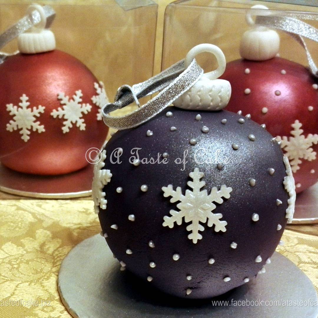 Stunning Christmas Cake Bubble Decorated With Snowflakes