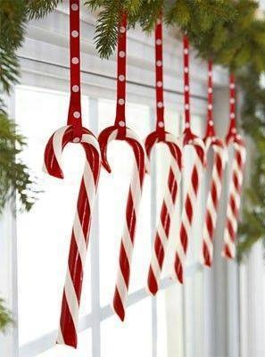 Wonderful Window Decoration With Candy Cane