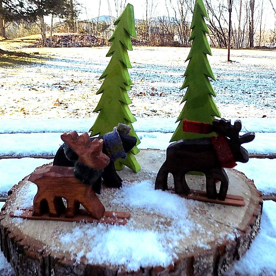 Wood Skiers To Decorate Garden In Winters