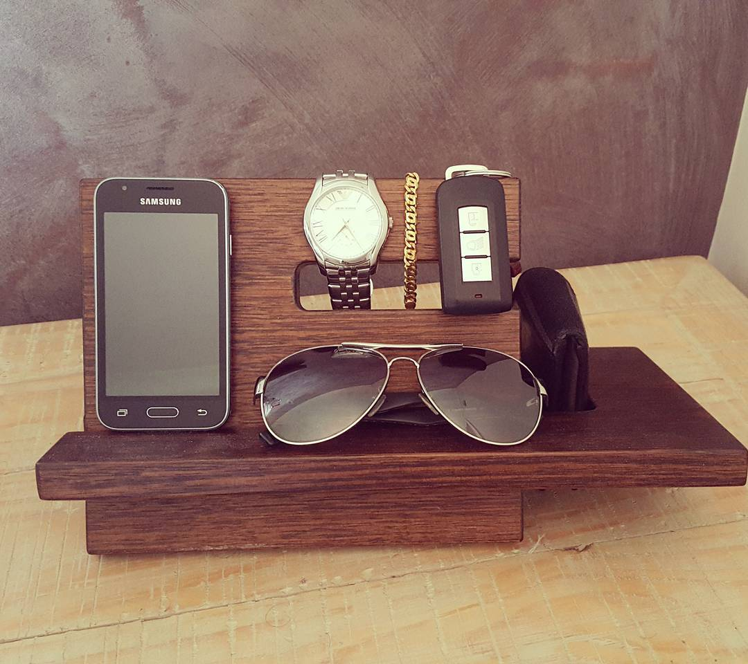 Best Idea To Gift Watch, Phone, Sunglasses And Keychain On This Valentines