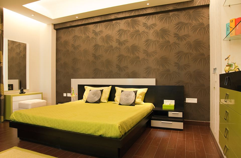 Chic Green Bedroom Decor With Beautiful Wall Paper