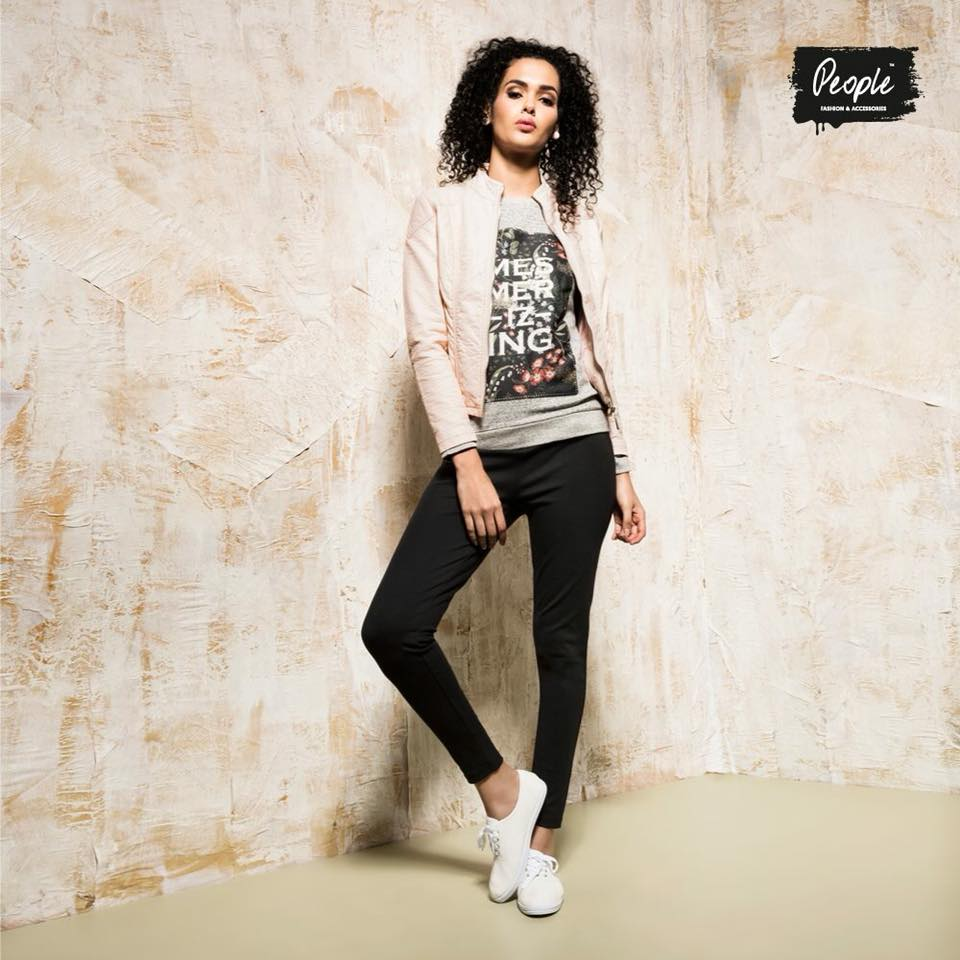 Chic T-Shirt, Trouser And Warm Jacket With White Sneakers
