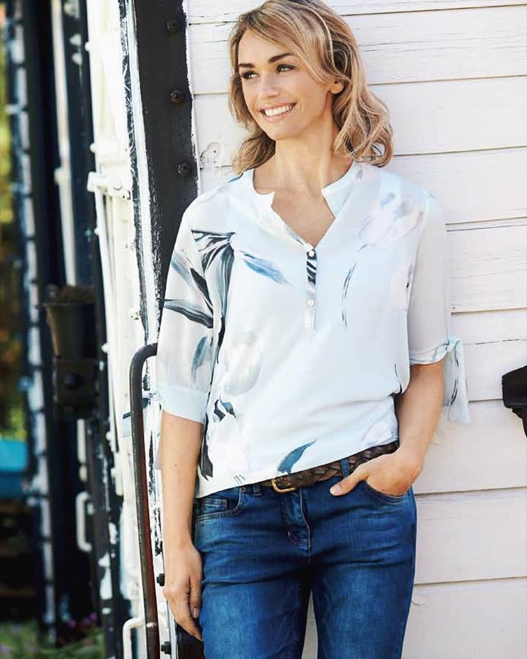 Dashing Floral Top With Denim Jeans