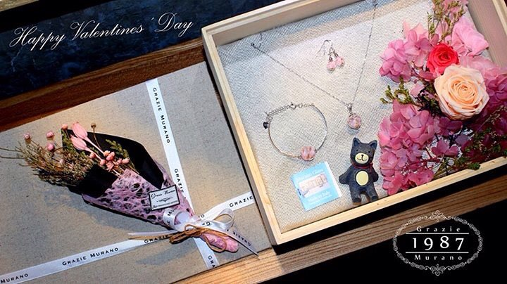 Designer Necklace, Bracelet And Earrings With Flowers