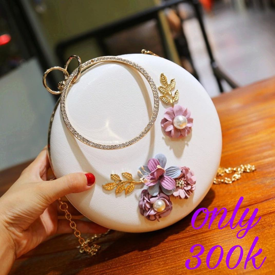 Eye-Catching White Pearl Encrusted Clutch Bag