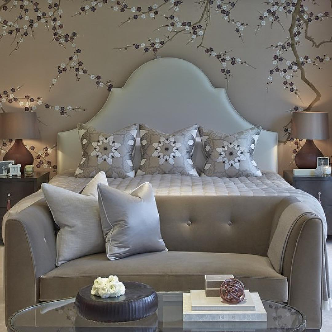 Flower Running Wall Paper With Modern Touch