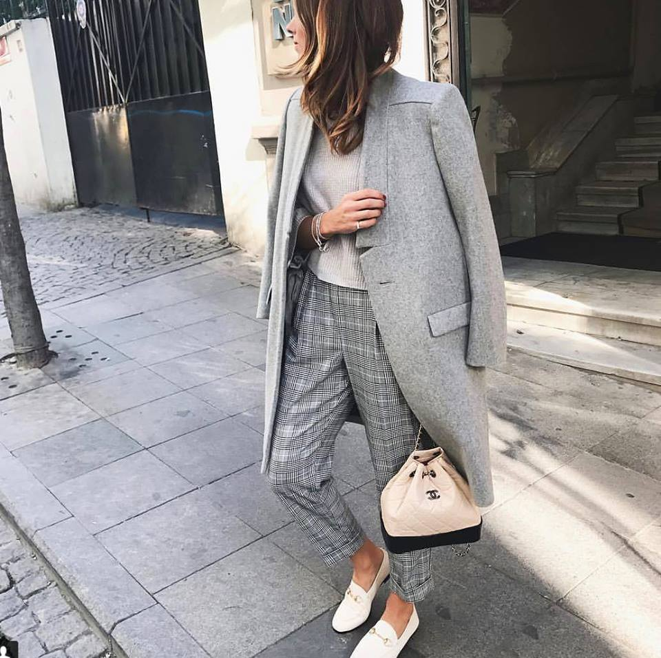 Gorgelos Grey Formal Wear With Handbag And White Shoes