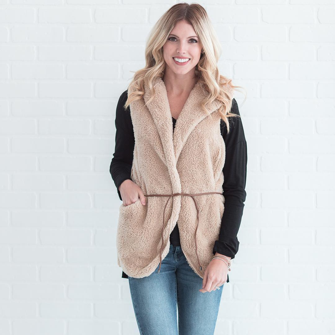 Mind-Blowing Fur Half Sleeves Jacket