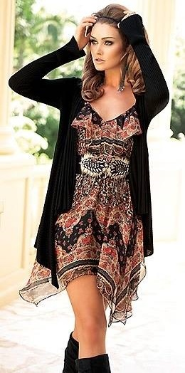 Pretty Boho Chic Dress With Knee Boots