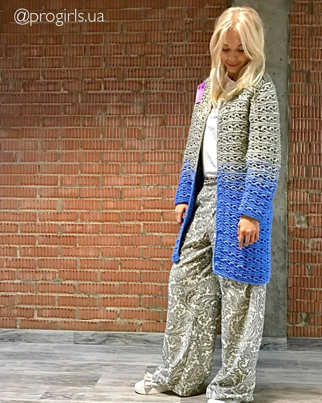 Versatile Double Tone Grey And Blue Cardigan With White Top And Grey Printed Bottom