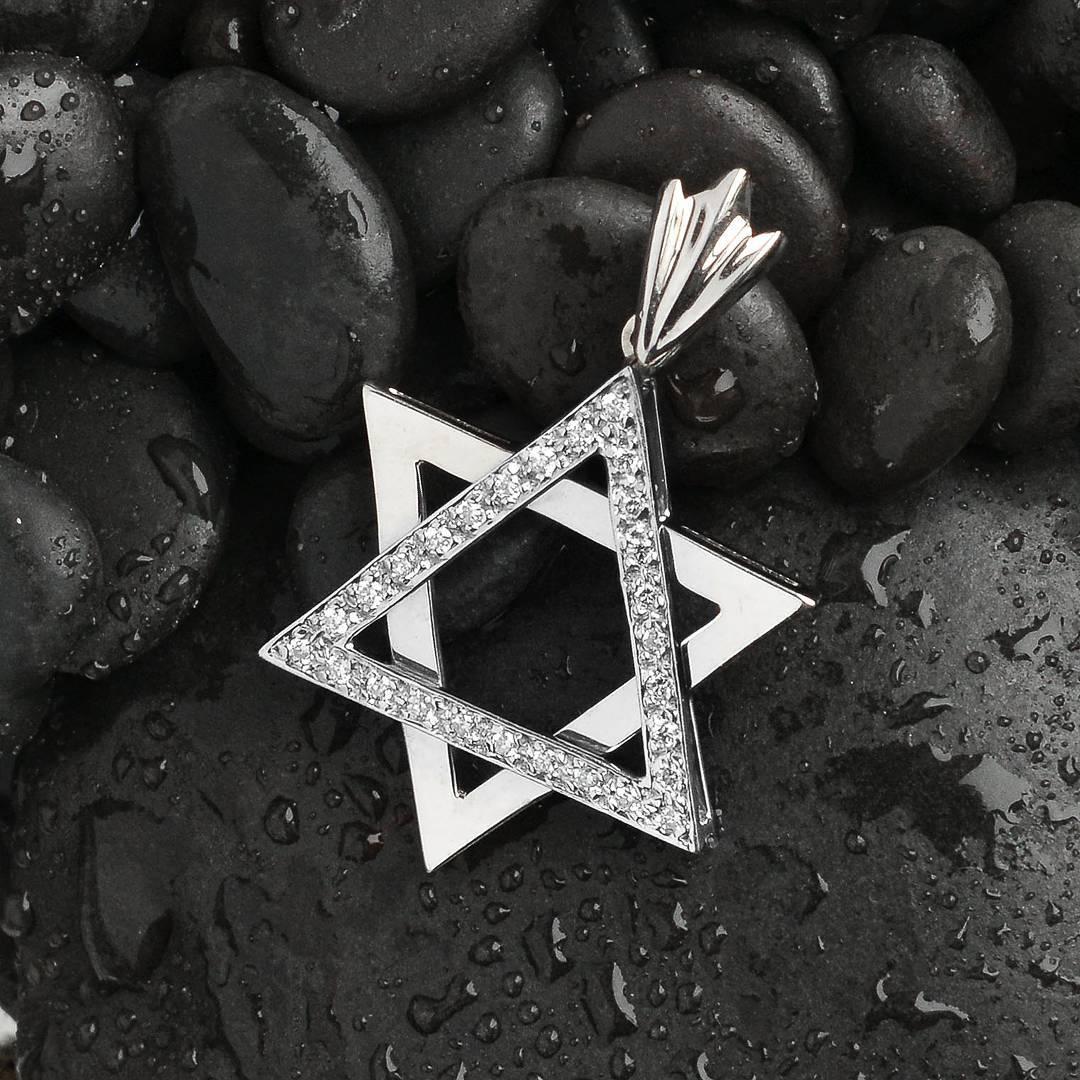 Cute Star Shape Pendant Of Diamond