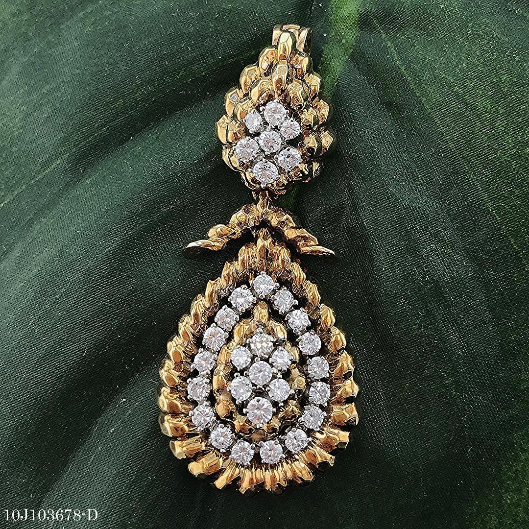 Dazzling Diamond Pendant With Yellow Gold