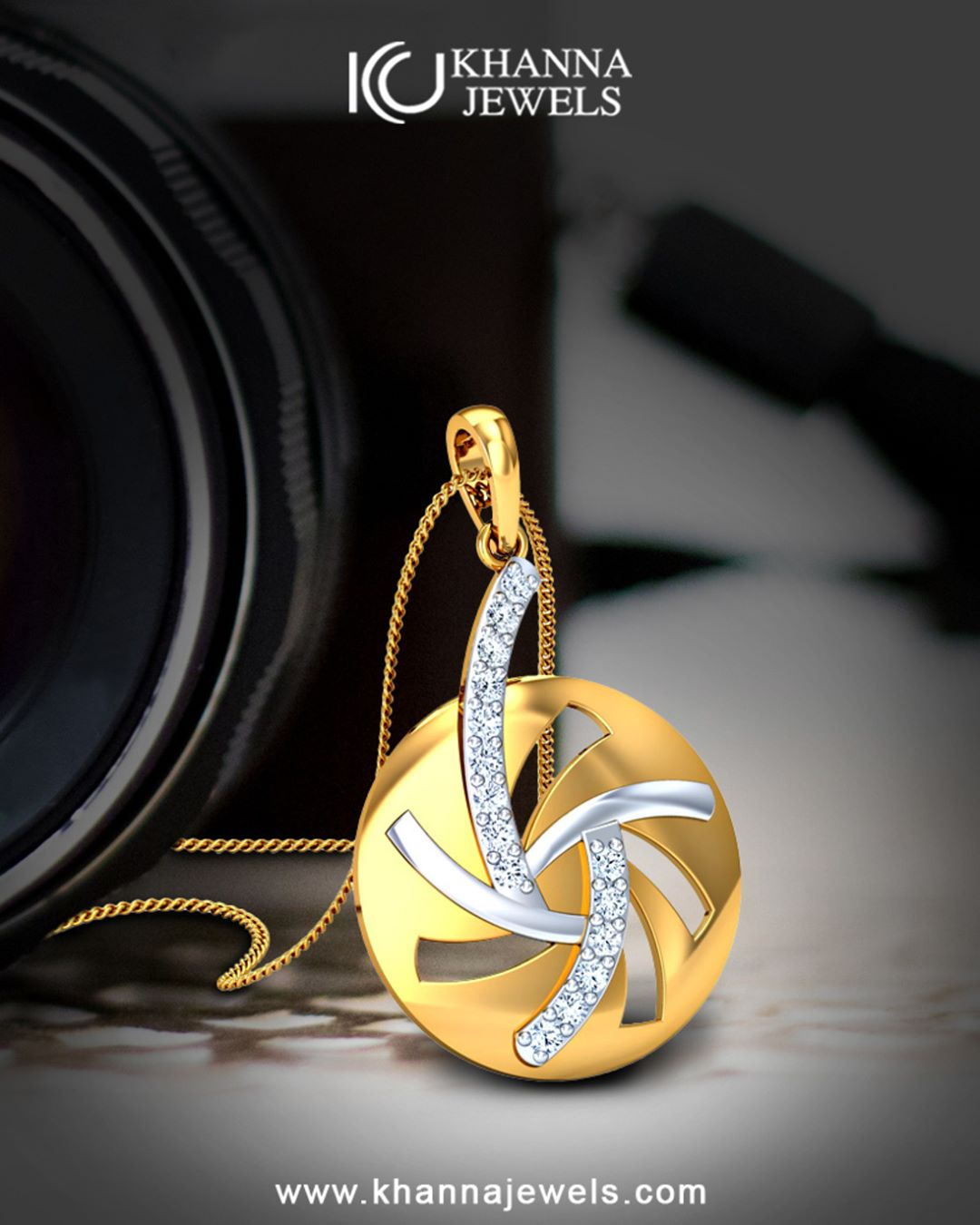 Eye-Catching Diamond Pendant Design