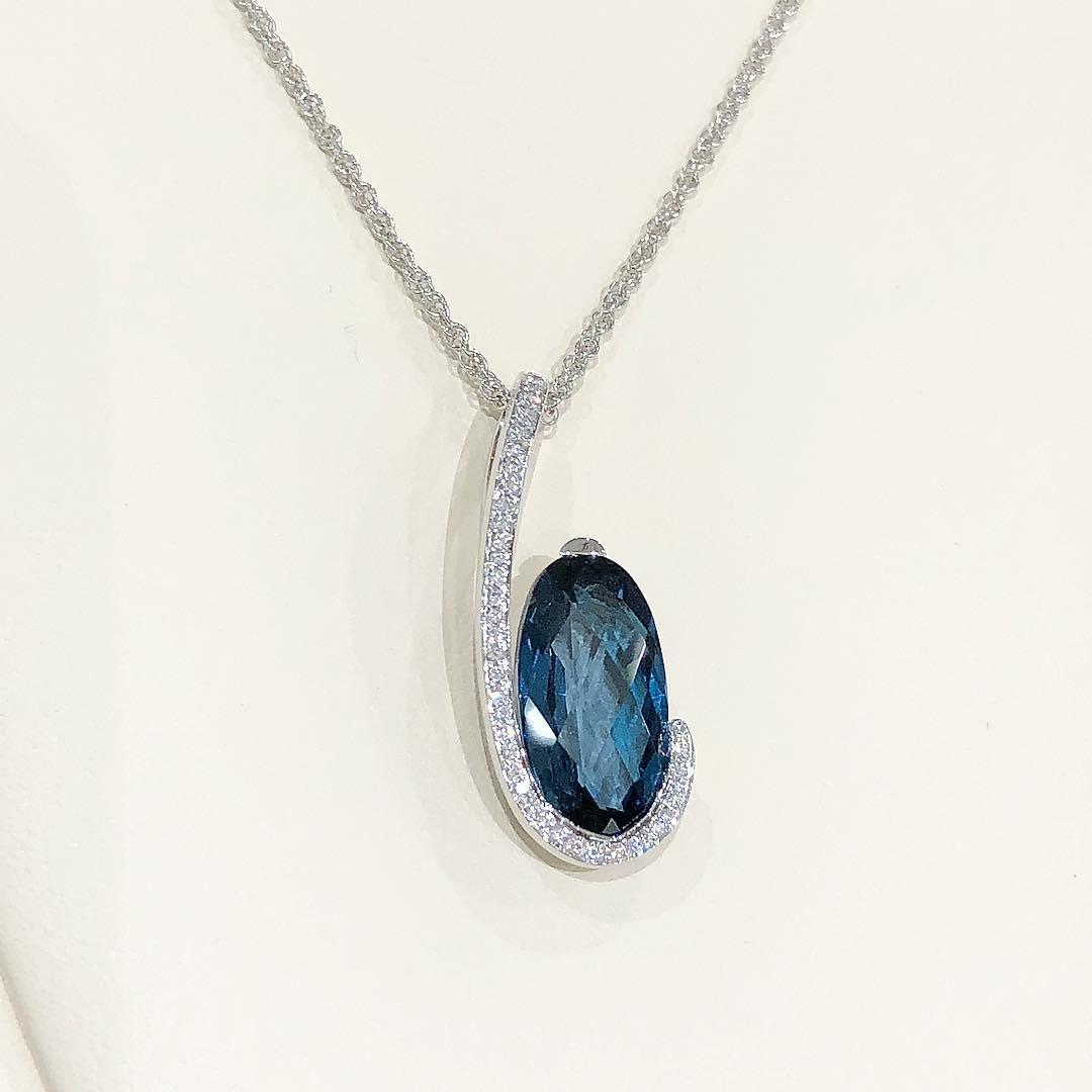 Gorgeous Oval Shape Blue Topaz & Diamond Pendant