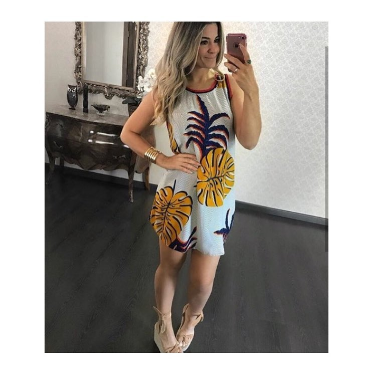 Incredible Tropical Print Short Dress With High Heels And Copper Bracelet