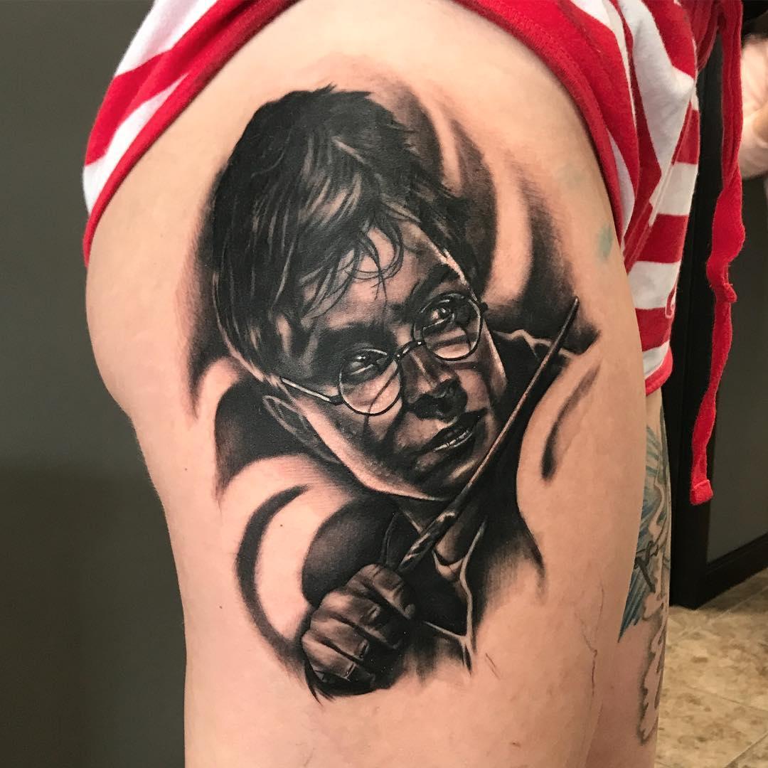 Amazing Black & Grey Harry Potter Portrait On Thigh