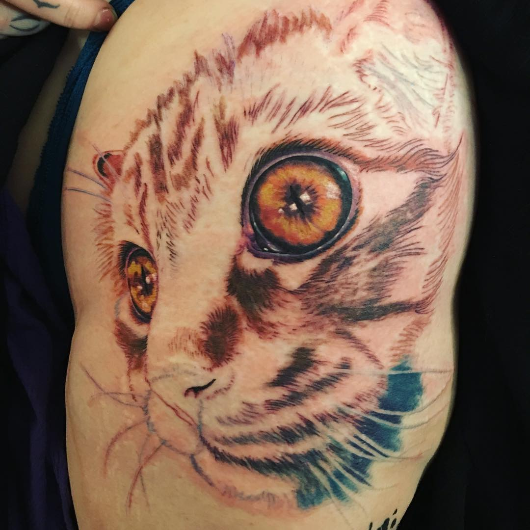 45 Beautiful Hip Tattoo Design Ideas For Women