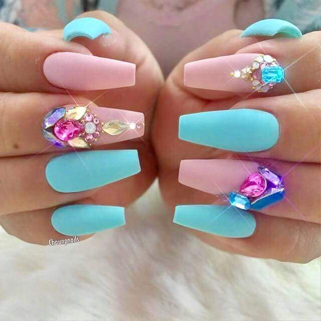 Eye-Catching Summer Party Nails With Big Crystal Stud