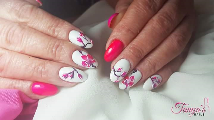 Pink & White Flowers Summer Nails
