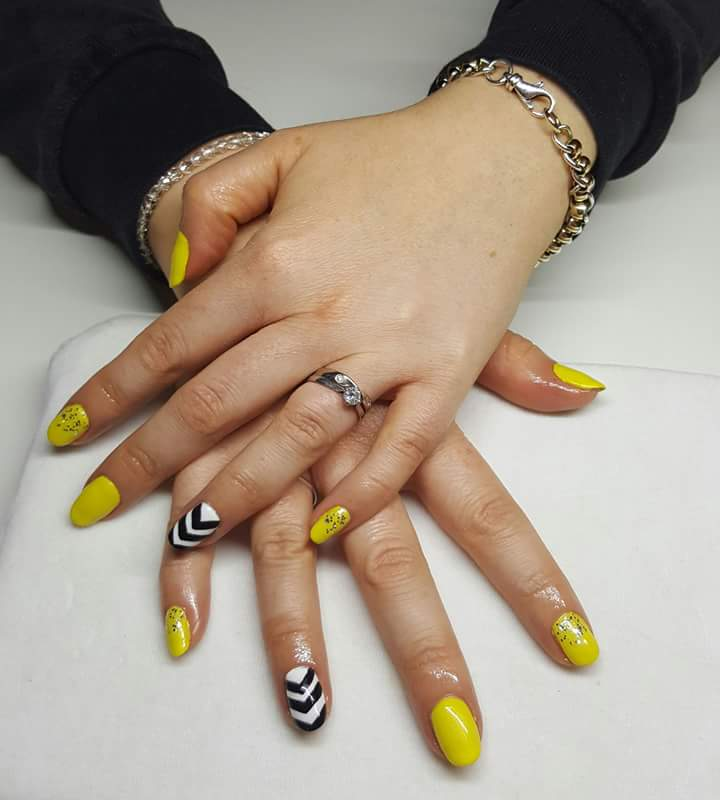 Shimmer Yellow And Black Nail Paint For Summer