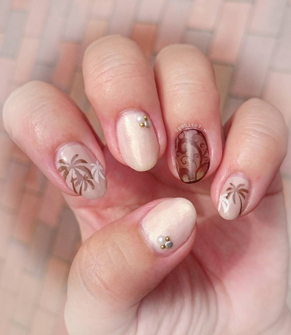 Beige Summer Nails With Studs And Palm Tree - Blurmark