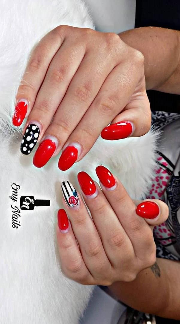 Dashing Red And Black Gel Nails