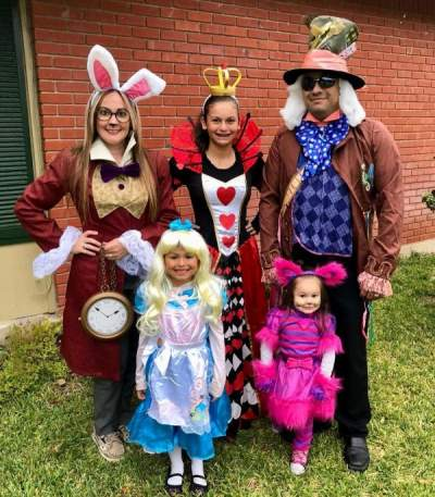Alice In Wonderland Halloween Costume Family.Wonderful Alice In Wonderland Halloween Family Costume Idea Pic By